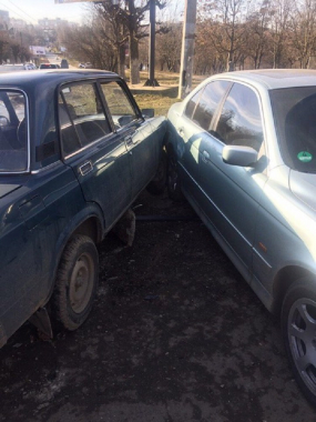 Потрійна ДТП на Комарова: нетверезий водій в'їхав в дві іномарки