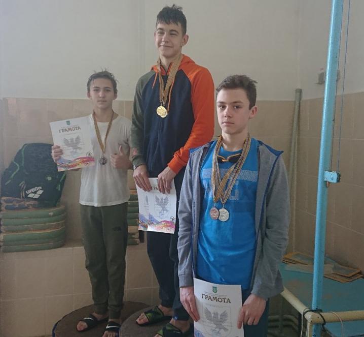 Чернівецькі плавці здобули 14 медалей на турнірі в Івано-Франківську