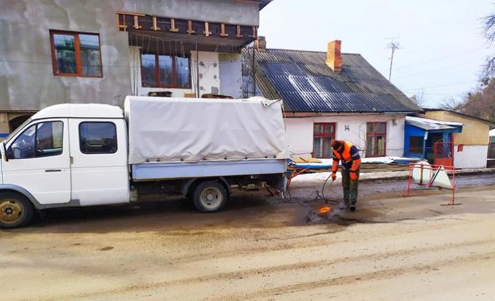 У Чернівцях ремонтують дорогу на вулиці Миру