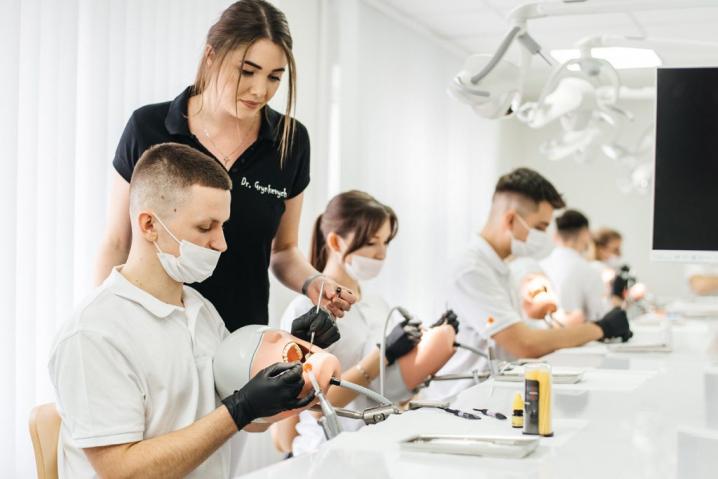 У БДМУ створили новий сучасний стоматологічний клас