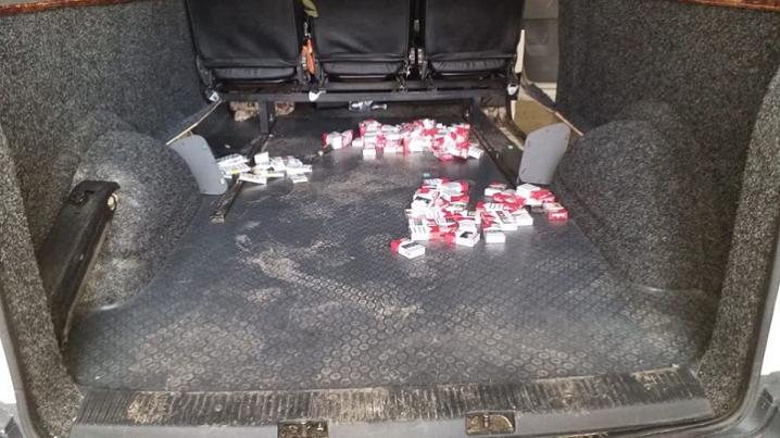 Буковинець намагався перевезти контрабандні цигарки через кордон