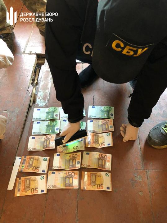На Буковині затримали прикордонника на отриманні чергового хабара у сумі 1000 євро