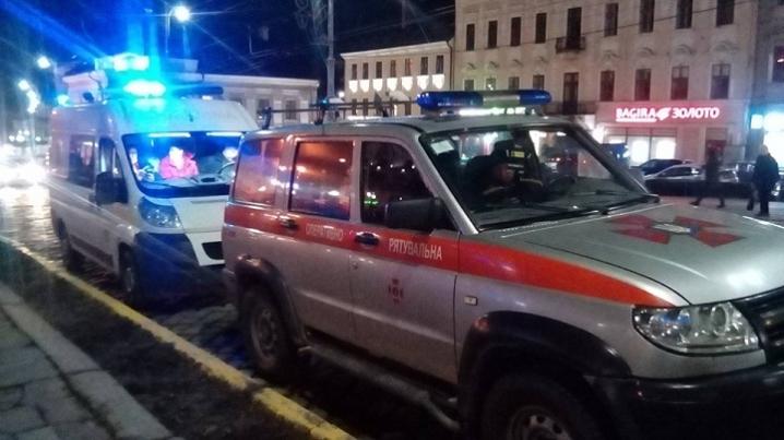 Біля Чернівецької міської ради знайшли підозрілий предмет