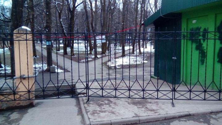 Вхід у парк Шевченка заварили решітками