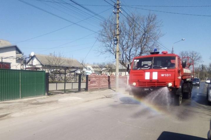 Впродовж минулої доби у населених пунктах провели дезіфекцію вулиць