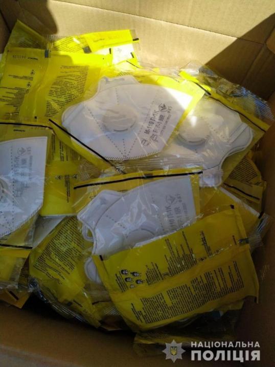 Викрили буковинця, який незаконно продавав протерміновані маски та антисептики