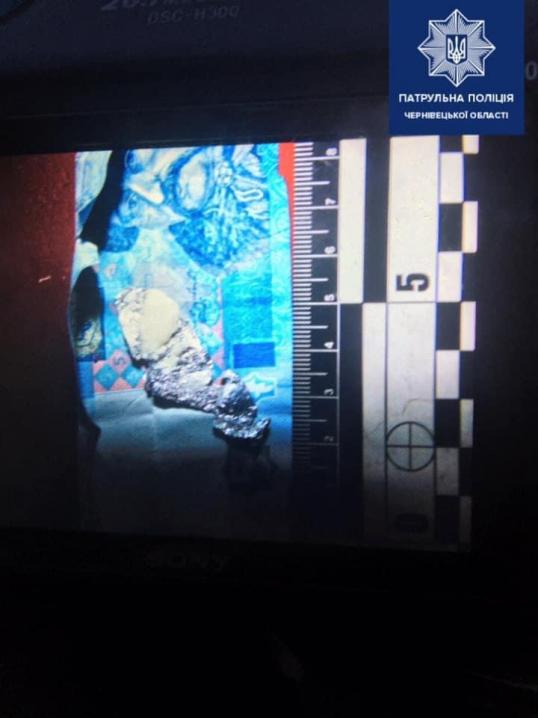 ДТП У Чернівцях: водій врізався у електроопору