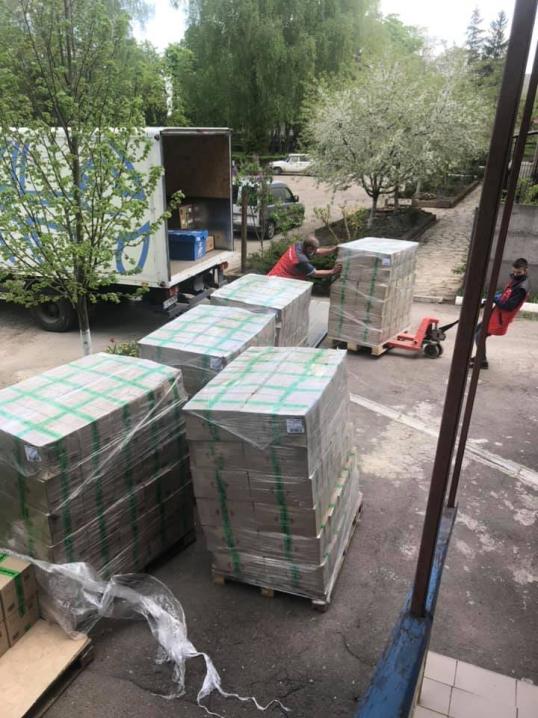Хотинський територіальний центр отримав благодійну допомогу у вигляді продуктових наборів