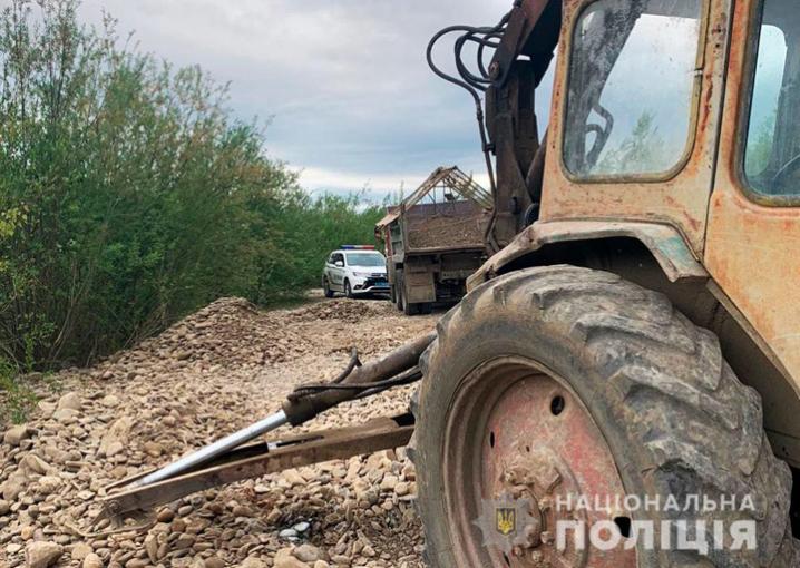На Буковині виявили два випадки нелегального видобутку гравію