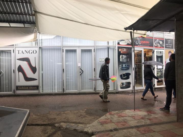 На Калинівському ринку скупчення автомобілів