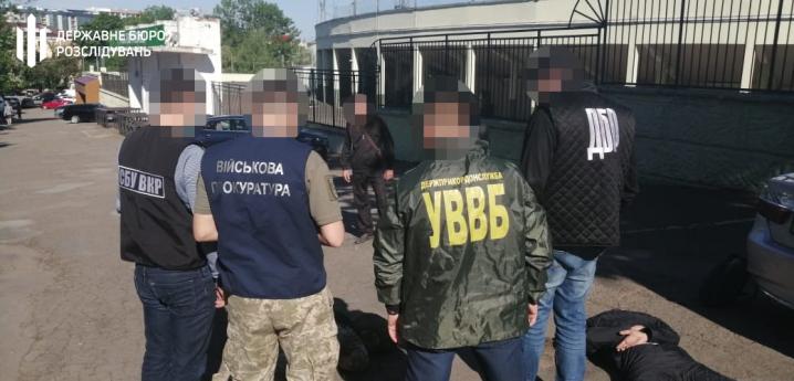 У центрі Чернівців затримали прикордонника, який вимагав хабар за контрабанду