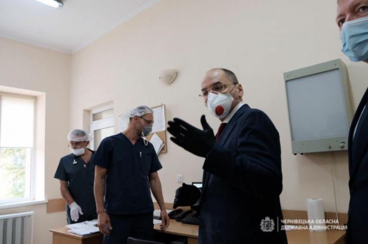 Міністр охорони здоров'я обмінявся телефоном із заввіділення анастезіології