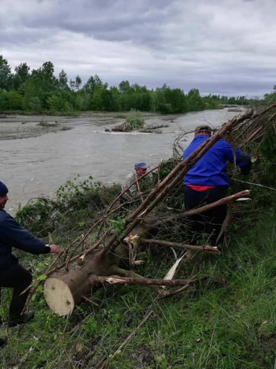 На Буковині руйнується дамба через підняття рівня води