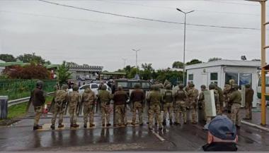 Українці не можуть повернутися додому, на пункті пропуску утворилася черга у 3 км