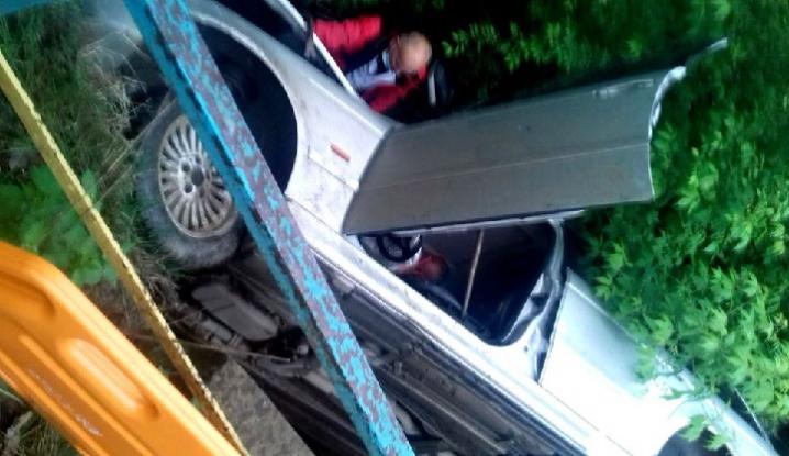 На Хотинщині п'яний водій влетів у кювет