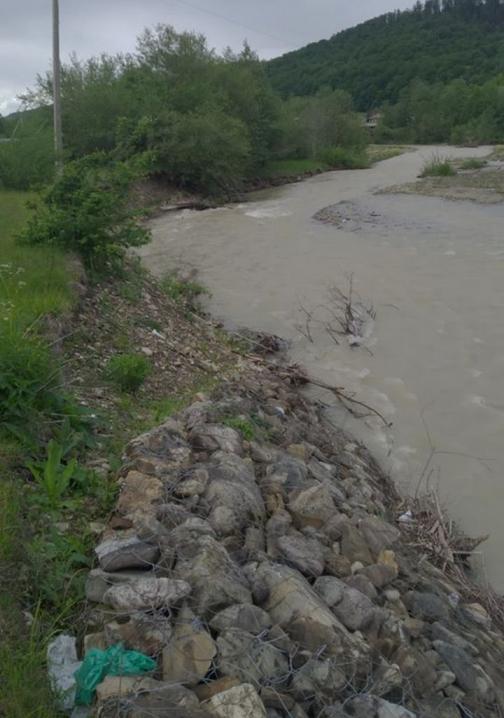 На Буковині внаслідок злив зруйновано дамби у двох селах