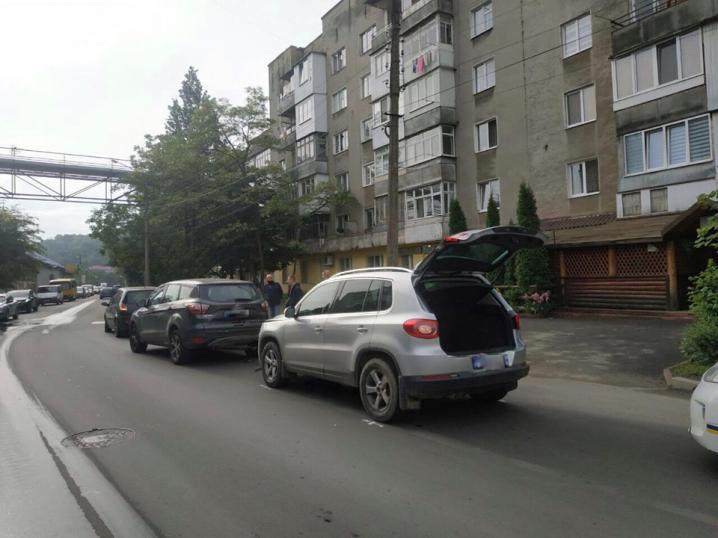 Потрійна аварія на вулиці Білоруській у Чернівцях