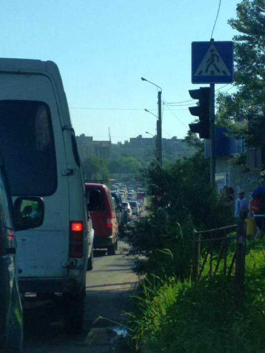 ДТП на розі вулиць Винниченка та Кармелюка: рух ускладнено