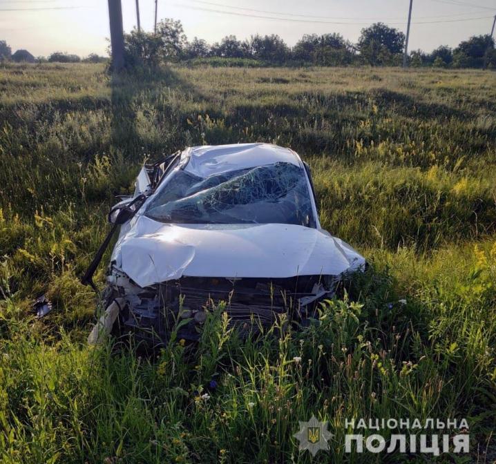 ДТП на Буковині: водійка не впоралася із керуванням та з'їхала в кювет