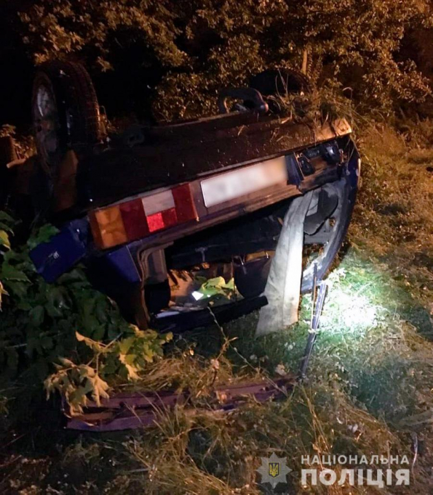 На Кіцманщині п'яний водій перекинувся на авто: загинув пасажир