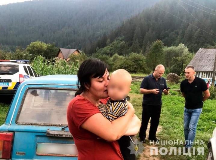 Після шести годин пошуків знайшли 2-річного хлопчика, який зник на Путильщині