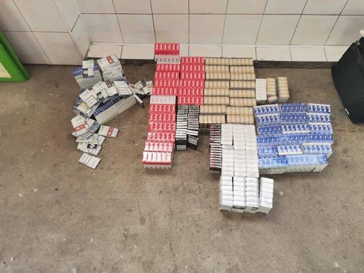 На Буковині прикордонники за добу двічі вилучали автомобілі та тричі контрабандні цигарки