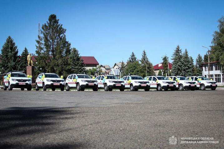 На Глибоччині сільські амбулаторії отримали вісім службових автомобілів