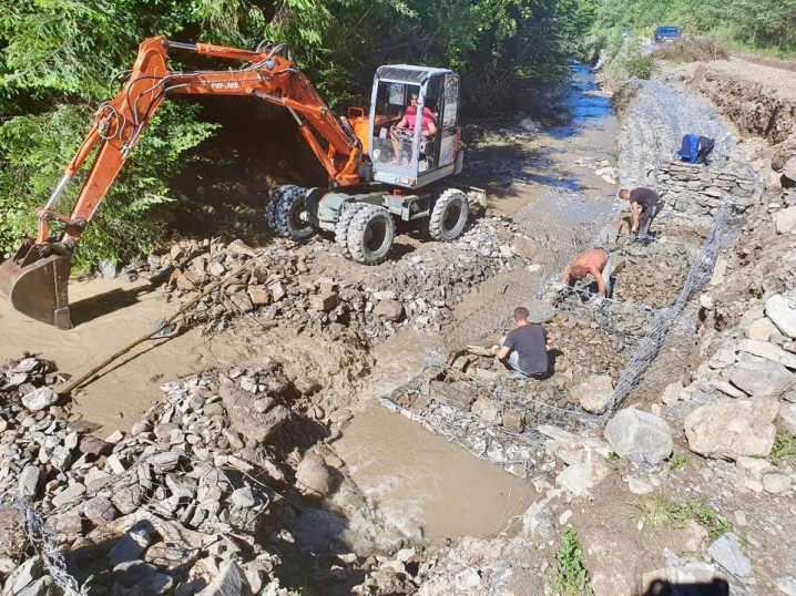 На Буковині продовжують відновлювати дорожню інфраструктуру, яку пошкодила негода