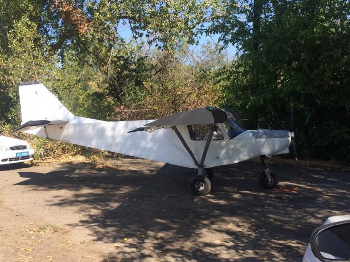 Оперативні співробітники Чернівецького загону затримали пілота-контрабандиста та вилучили літак