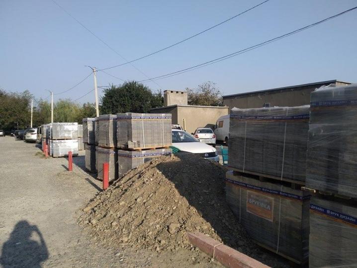 Жителі Хотинської та міськрада спільно відремонтують міжбудинкові проїзди