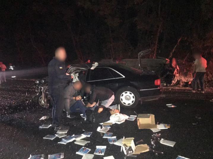 Моторошна ДТП на Буковині: загинула пасажирка, 12 людей постраждали