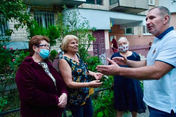 На вулиці Комарова облаштують громадський простір