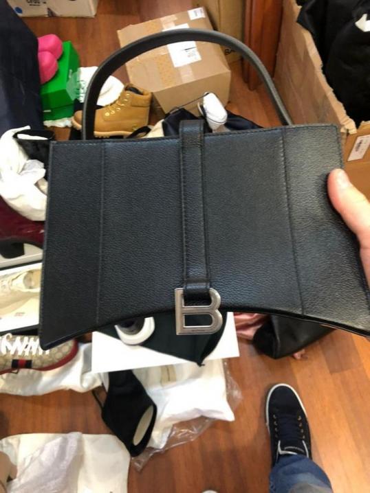 Колекційні дамські сумочки до 26 тисяч євро чернівчанин намагався ввезти в Україну