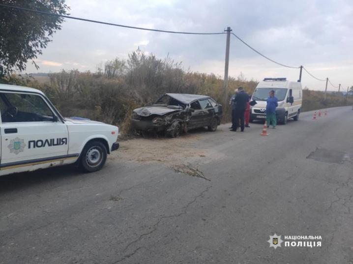 Водій загинув на місці ДТП: на Буковині перекинувся трактор