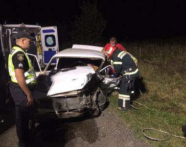 ДТП на Буковині: з понівеченого автомобіля врятували водія