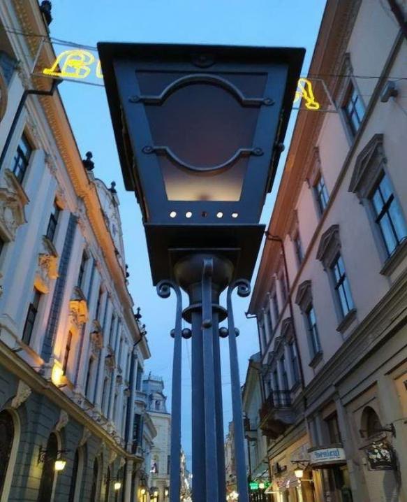 «Світло Панської вулиці»: у Чернівцях відновили столітню традицію запалювання ліхтарів