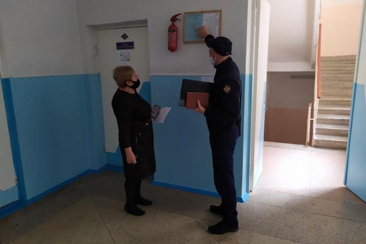 Чернівецькі рятувальники перевіряють стан приміщень для виборчих дільниць