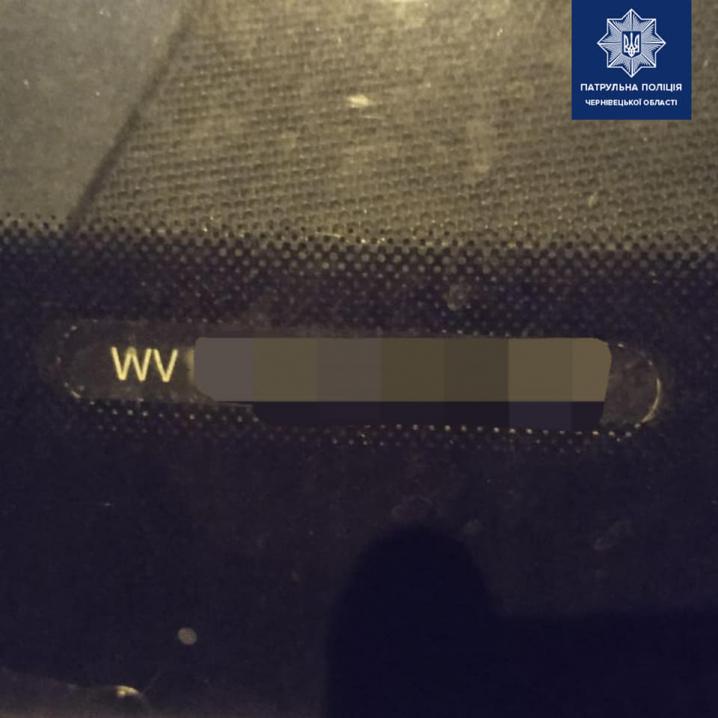 На Буковині патрульні зупинили водіїв, у яких виявили документи з ознаками підробки