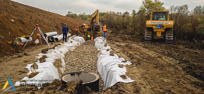В режимі «нон-стоп»: ремонт дороги «Житомир – Чернівці» триває