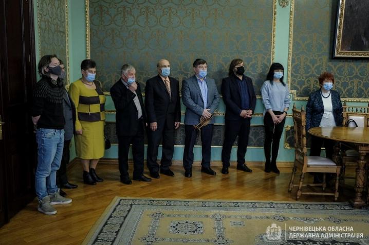 Сергій Осачук нагородив вісімнадцятьох буковинців з нагоди Всесвітнього Дня працівників культури