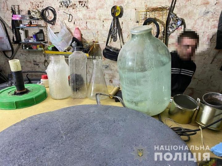 У Чернівцях припинили діяльність нарколабораторії (ФОТО)