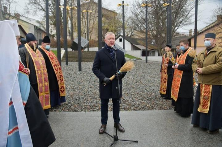 У Чернівцях свічками й молитвами вшанували пам'ять загиблих від Голодомору