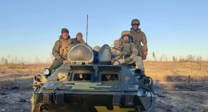 Голова Чернівецької обласної державної адміністрації Сергій Осачук привітав воїнів з Днем Збройних сил