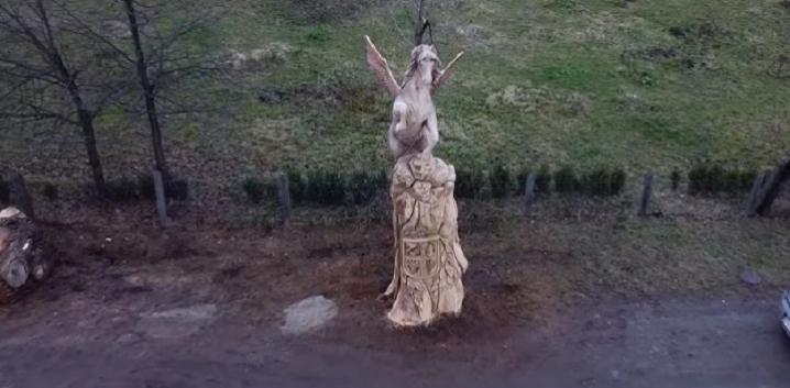 На Буковині з'явилась нова дерев'яна скульптура з дуба