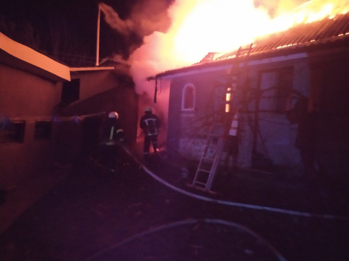 На Буковині ледь не згорів житловий будинок