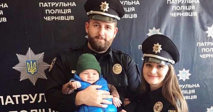 У Чернівцях поліцейського звільнили за рамку під аватаркою у фейсбуці