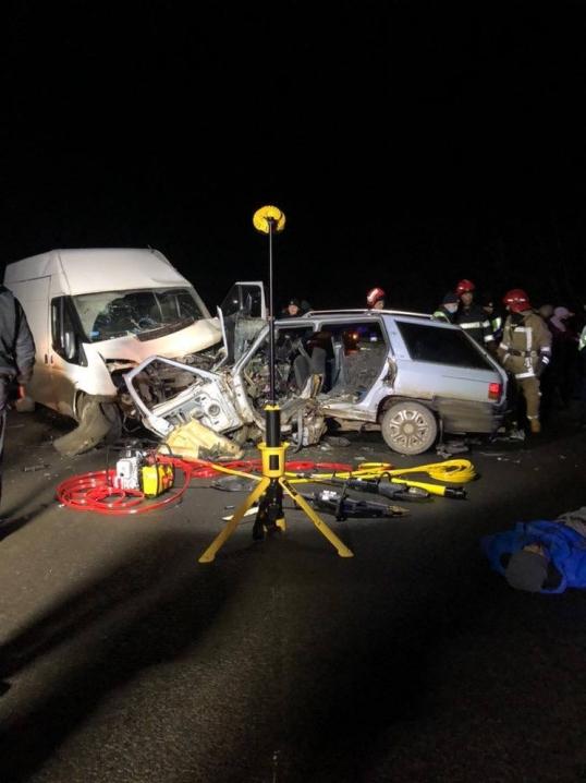 На Буковині жахливе ДТП: відомо про загиблих у аварії (ВІДЕО)