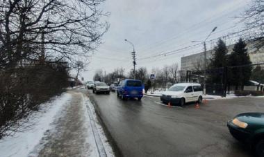 Потрійна аварія на вулиці Фастівській у Чернівцях