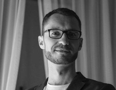 Благодійний захід у Чернівцях: митці закликають допомогти зібрати кошти на лікування відомого телеоператора Максима Білоткача