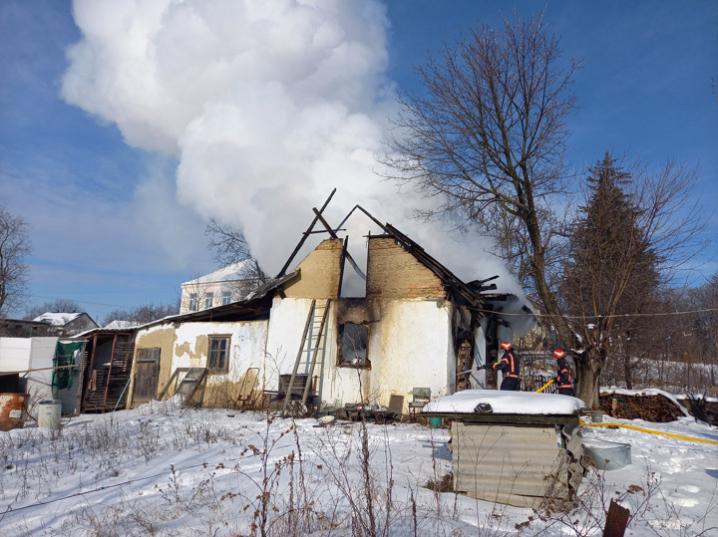 На Новоселиччині через коротке замкнення згорів будинок